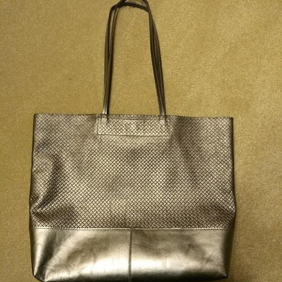 029beab3bfe9 Banana Republic Handbags - Banana Republic Metallic Leather Tote Bag